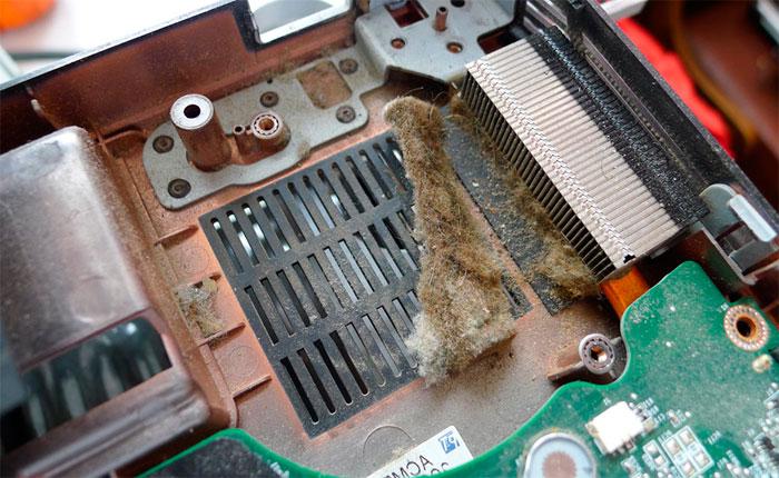 Как правильно почистить ноутбук от пыли в домашних условиях 931